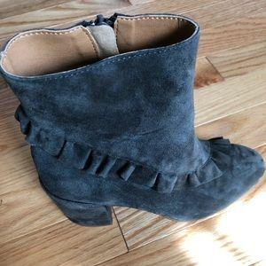 Latigo Kahlia Gray Suede Ankle Boots 6 Ruffle Zip